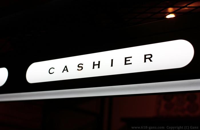 「CASHIER」のレタリング