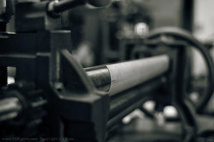 シートメタルをロールベンダーで筒状に加工