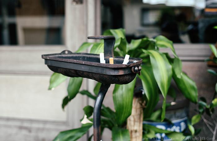 空冷ワーゲンのバルブカバーとキャストのベース(スタンド灰皿)