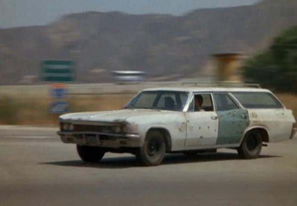 タイヤがポリスみたいなアメ車「1966 Chevrolet Impala」