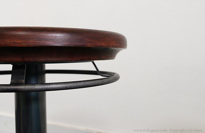 デザイン的なアクセントになっている鉄製のリング