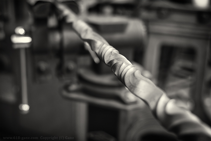 アメ車のフロントグリル用パーツ製作・鉄製ツイストバー
