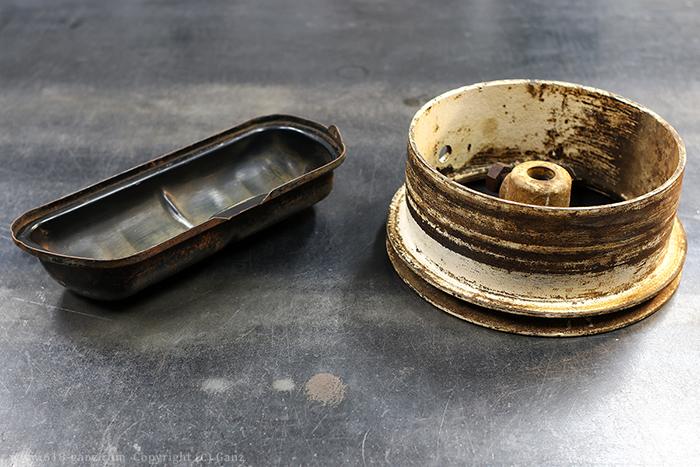 灰皿の素材として2種類のヴィンテージパーツを使用